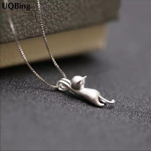 925 silver chain & 925 brushed silver clinging cat
